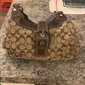AUTHENTIC COACH PURSE MINIMAL USE. GREAT PRICE.